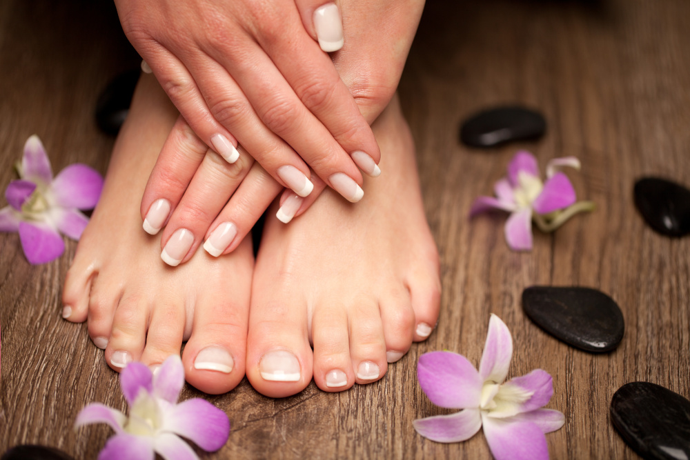 zrobiony manicure i pedicure na paznokciach