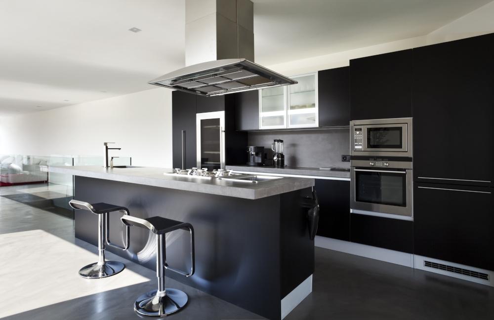 nowoczesna kuchnia z czarnymi meblami